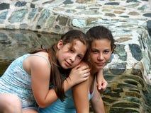 Hermanas felices Fotos de archivo libres de regalías