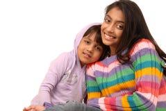 Hermanas indias cariñosas Fotos de archivo