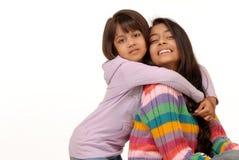 Hermanas indias cariñosas Foto de archivo libre de regalías