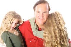 Hermanas que abrazan al tío Fotos de archivo