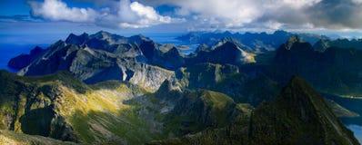 Hermannsdalstinden toppmöte i Lofoten, Norge Fotografering för Bildbyråer