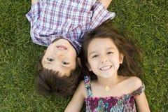 Hermano y hermana imagen de archivo