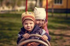 Hermano y hermana divertidos Imagen de archivo libre de regalías