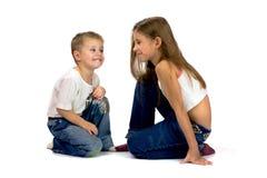 Hermano y hermana sonrientes Imagen de archivo