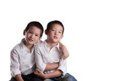 Hermanos asiáticos jovenes Imagen de archivo
