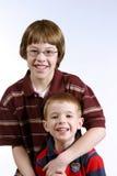 Hermanos en brazos Imagen de archivo libre de regalías