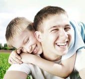 Hermanos felices al aire libre Imagen de archivo
