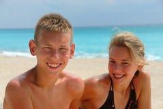 Hermanos felices en la playa Fotografía de archivo libre de regalías