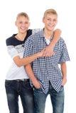 Hermanos gemelos alegres Fotos de archivo libres de regalías