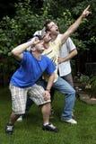 Hermanos goofing alrededor imágenes de archivo libres de regalías