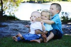 Hermanos junto Fotografía de archivo