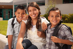 Hermanos lindos y hermana listos para la escuela Imagen de archivo