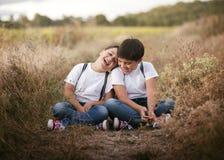 Hermanos sonrientes Imagen de archivo libre de regalías