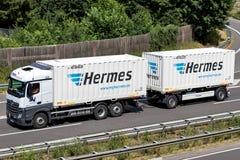 Hermes-vrachtwagen op autosnelweg Stock Fotografie