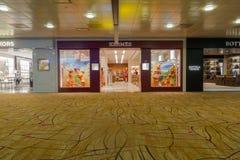 Hermes-winkel in luchthaven Stock Foto