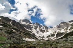 Hermosa vista alta en las montañas Imagenes de archivo