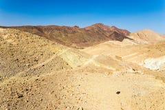 Hermosa vista colorida del paisaje de las colinas de las montañas del desierto Foto de archivo
