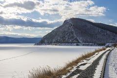 Hermosa vista de Baikal congelado Foto de archivo