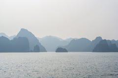 Hermosa vista de la bahía de Halong Fotografía de archivo