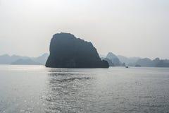 Hermosa vista de la bahía de Halong Imagen de archivo libre de regalías