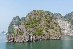 Hermosa vista de la bahía de Halong Foto de archivo libre de regalías