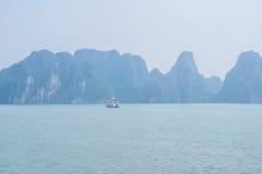 Hermosa vista de la bahía de Halong Imagen de archivo