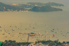 Hermosa vista de la bahía del Ao Chalong, visión aérea desde el Buddh grande Fotografía de archivo libre de regalías