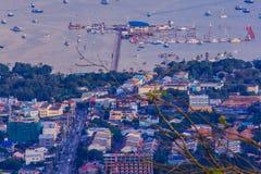 Hermosa vista de la bahía del Ao Chalong, visión aérea desde el Buddh grande Fotos de archivo