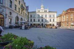 Hermosa vista de la calle cuadrada central en día de verano hermoso Fondos hermosos Uppsala suecia foto de archivo