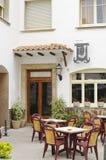 Hermosa vista de la calle tradicional de Blanes, España Calle con vieja arquitectura española tradicional Foto de archivo libre de regalías
