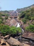 Hermosa vista de la cascada de Dudhsagar en Goa fotos de archivo
