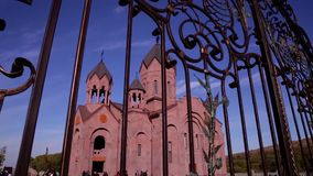 Hermosa vista de la catedral del exterior metrajes