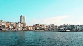 Hermosa vista de la ciudad de Esmirna de un transbordador en el Mar Egeo almacen de video