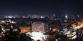 Hermosa vista de la ciudad Kyiv, Ucrania de la noche fotografía de archivo libre de regalías