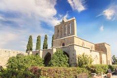 Hermosa vista de la construcción de la abadía de Bellapais en Kyrenia Girne, República de Chipre septentrional Fotografía de archivo