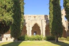 Hermosa vista de la construcción de la abadía de Bellapais en Kyrenia Girne, República de Chipre septentrional Imagen de archivo libre de regalías