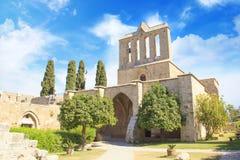 Hermosa vista de la construcción de la abadía de Bellapais en Kyrenia Girne, República de Chipre septentrional Imágenes de archivo libres de regalías
