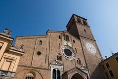 Hermosa vista de la fachada de la catedral, Lodi imagenes de archivo