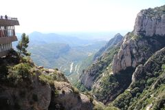Hermosa vista de la montaña de Montserrat imagenes de archivo