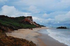 hermosa vista de la naturaleza, pasando por alto una pureza hermosa del mar y de sus rocas, junto con su maravilloso imagen de archivo