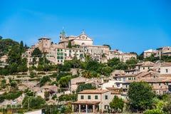 Hermosa vista de la pequeña ciudad Valldemossa Imágenes de archivo libres de regalías