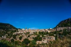 Hermosa vista de la pequeña ciudad Valldemossa Fotografía de archivo libre de regalías