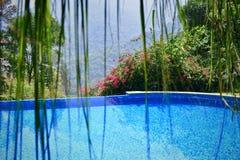 Hermosa vista de la piscina fotos de archivo