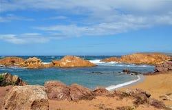 Hermosa vista de la playa de la isla de Menorca - viaje asombroso a Balearic Island en España Imagenes de archivo