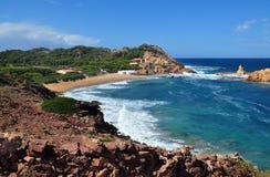 Hermosa vista de la playa de la isla de Menorca - viaje asombroso a Balearic Island en España Foto de archivo