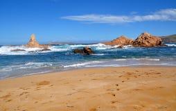 Hermosa vista de la playa de la isla de Menorca - viaje asombroso a Balearic Island en España Imágenes de archivo libres de regalías