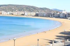 Hermosa vista de la playa y de la ciudad españolas Fotografía de archivo libre de regalías