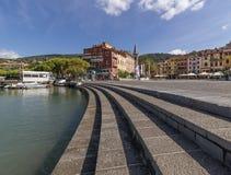 Hermosa vista de la plaza Garibaldi y de la 'promenade' de Lerici, La Spezia, Liguria, Italia imagenes de archivo