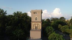 Hermosa vista de la torre de reloj de Niko Nikoladze en Poti, Georgia almacen de video