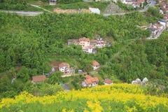 Hermosa vista de las casas en las colinas Foto de archivo libre de regalías